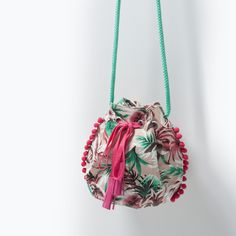 Crochet bag drawstring handbags 61 ideas for 2019 Baby Girl Bags, Girls Bags, Boutique Zara, Zara Shop, Diy Sac, Sacs Design, Boho Bags, Crochet Handbags, Fabric Bags