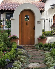 Spanish gate Carmel Spanish Bungalow, Spanish Style Homes, Spanish Revival, Spanish House, Spanish Colonial, Spanish Courtyard, Spanish Garden, Front Courtyard, Exterior Colonial
