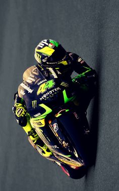 Valentino Rossi, Arch Motorcycle, Motorcycle Posters, Yzf R125, Gp Moto, Stock Car, Kawasaki Bikes, Power Bike, Motorcycle Wallpaper