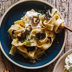 Crispy Mushroom Pasta with Creamy Sauce Garlic Mushroom Sauce, Creamy Garlic Mushrooms, Creamy Mushroom Pasta, Creamy Garlic Sauce, Vegan Parmesan Cheese, Burrata Cheese, Vegetarian Pasta Recipes, New Recipes, Recipies