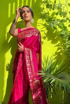 Dress Indian Style, Indian Dresses, Indian Outfits, Pretty Outfits, Pretty Dresses, Saree Poses, Sangeet Outfit, Sari Dress, Stylish Sarees