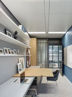 Office Tour: Consulting Firm Offices – Frankfurt – Executive Home Office Design Office Furniture Design, Workspace Design, Office Interior Design, Office Interiors, Design Offices, Interior Ideas, Curved Reception Desk, Consulting Firms, Decoration