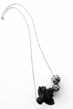 Necklace Rubber Pure von FIN -SASA FABJAN-AT jetzt auf nelou.com shoppen. Und 6700 weitere Designs mehr.