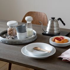 Buy your Hammershøi carafe 20 cm from Kähler at Nordic Nest. Hans Christian, Breakfast Juice, V60 Coffee, Hygge, Simple Designs, Dining Table, Kitchen Appliances, Tableware, Deens Design