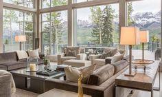 Мир мебели и современный дизайн гостиной.