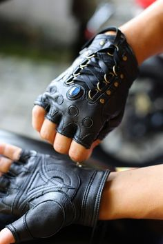 Moda Rock, Mode Outfits, Fashion Outfits, Black Leather Gloves, Sheep Leather, Men's Leather, Leather Jackets, Steampunk Accessoires, Mode Vintage