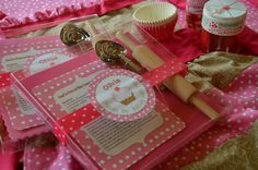 Baking kit for baking party-hanging pictures Baking Birthday Parties, 5th Birthday Party Ideas, Baking Party, Carnival Birthday Parties, Kids Party Themes, Cupcake Decorating Party, Cupcake Party, Party Cakes, Party Favors