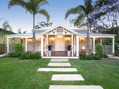 My favourite Queensland colonial home Bungalow Haus Design, House Design, Queenslander House, Colonial, Beach Bungalows, Australian Homes, House Extensions, New Home Designs, Facade House