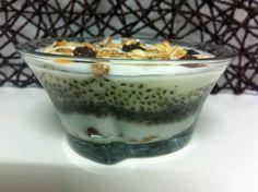 Una receta muy fácil! Yogur con muesli y semillas de chía unsuenodulce.blogspot.com.es