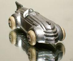 Art Deco toy (aka the car in Monopoly) Motif Art Deco, Art Deco Design, Art Nouveau, Art Deco Period, Art Deco Era, Retro Toys, Vintage Toys, Vintage Metal, Schrift Design