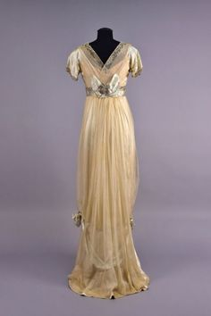 Worth evening dress, 1910′s From Whitaker Auctions