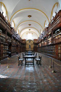 Biblioteca Palafoxiana, Puebla, México.