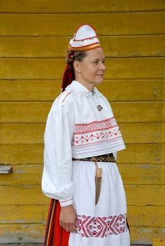 Pühalepa, island Hiiumaa.  Eesti Rahvarõivad > Pühalepa naine Folk Costume, Costumes, Baltic Region, 7 Continents, Ethnic Style, Ethnic Jewelry, Ethnic Fashion, Headgear, Folklore