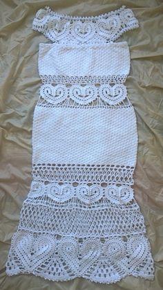 Vestido em crochê, confeccionado com linha 100% de algodão.  Veste tamanho P, para altura de 165cm, o comprimento pode ser aumentado em até 5 cm.  Pode ser encomendado em outras cores e tamanhos.