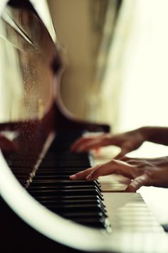 those hands make that piano sing, I love it when you make beautiful music