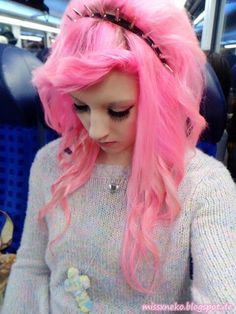 I seriously love her hair! I want mine to be like this when it grows out c: