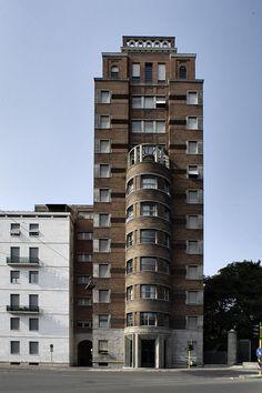 Palazzo e Torre Rasini, Emilio Lancia and Giò Ponti, Milano, Modern Architecture Design, Facade Design, Interior Architecture, Bauhaus, Casa Art Deco, Palazzo, Gio Ponti, Modern Architects, Houses