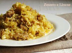 Il risotto al curry e salsiccia è un primo piatto molto saporito. Ottimo l'accostamento della salsiccia e del curry e perfetta la scorza di limone finale.