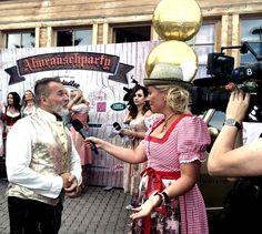 Weddingplanner Frank Mathée beim Interview mit Anja Viktoria Autenrieth! Captain Hat, Interview, Fashion, Moda, Fashion Styles, Fashion Illustrations