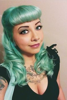mint hair,mine turn out a bit more green then this Mint Hair, Pastel Hair, Green Hair, Blue Hair, Pastel Mint, Funky Hairstyles, Vintage Hairstyles, Pretty Hairstyles, Pelo Vintage