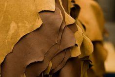 Como costurar peças de couro? http://blog.costurebem.com.br/2012/02/como-costurar-pecas-de-couro/
