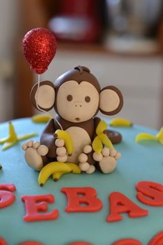 Little Monkey Birthday Cake - Monkey and balloon made from fondant with marzipan… Monkey Birthday Cakes, Monkey Birthday Parties, Cake Birthday, Dear Zoo Cake, Ketchup, Fondant Monkey, Monkey Cakes, Safari Cakes, Jungle Cake