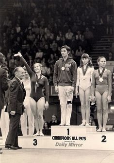 Nadia Comaneci, Sport Gymnastics, Olympic Sports, Sports Stars, Track And Field, Olympians, Figure Skating, Sports Women, Leotards