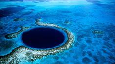 """El Gran Agujero Azul es un gran sumidero o """"agujero azul"""" de la costa de Belice. Se encuentra cerca del centro del arrecife Lighthouse, un pequeño atolón ubicado a 100 kilómetros de la costa contin..."""