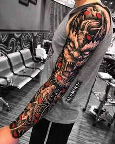 Ink Sleeves Bright tattoos in the form of sleeves, for your inspiration for new ideas and tattoos Samurai Tattoo Sleeve, Koi Tattoo Sleeve, Realistic Tattoo Sleeve, Full Sleeve Tattoo Design, Dragon Sleeve Tattoos, Dragon Tattoo Realistic, Japanese Tattoos For Men, Japanese Tattoo Designs, Japanese Sleeve Tattoos