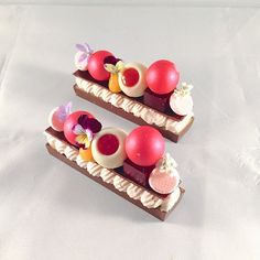 "Raspberry ganache , passion fruit curd, raspberry truffle, hibiscus raspberry jelly, white chocolate whipped nameleka ""BAR' #bachour #bachoursimplybeautiful #theartofplating #chefsofinstagram #chefstalk #gastroart | da Pastry Chef Antonio Bachour"