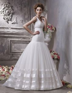 Fashionable V-neck Straps Wedding Gown with Organza Suitable Train