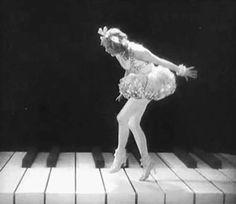 gif Black and White vintage ballerina retro piano ziegfeld follies flapper Gif Animé, Animated Gif, Gif Art, Musica Love, Vintage Ballerina, Vintage Dance, Laurel, Les Gifs, Ziegfeld Follies