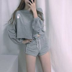 Korean Fashion Trends you can Steal – Designer Fashion Tips Korean Girl Fashion, Korean Fashion Trends, Ulzzang Fashion, Korean Street Fashion, Kpop Fashion Outfits, Korea Fashion, Edgy Outfits, Korean Outfits, Cute Casual Outfits