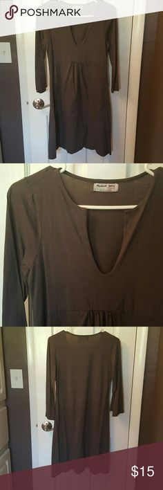 Grey dress 3/4 length sleeves, very comfortable This is a Michael Stars Dress so it's one size fits most. I would call it a small. Michael Stars Dresses Midi