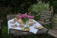english gardens photos | Our table is rustic but the cloth is delicate and lacy -- a ...