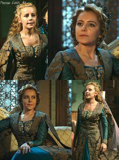 muhtesem yuzyil kosem, magnificent century kosem, humasha sultan, green dress, brown accents, gold detailing