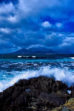 Waves crashing on Robben Island, Cape Town, South Africa. BelAfrique - Your personal travel planner - www.belafrique.com