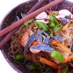 Leckerer Nudelsalat für ein Picknick in der freien Natur oderaufregend asiatische Abende am Küchentisch.