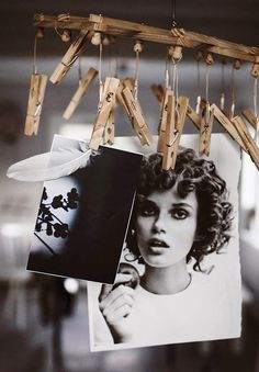 Here is a list of 40 creative DIY photo display projects. Which one inspires you? Diy Photo, Photo Ideas, Exposition Photo, Home Decoracion, Polaroid Photos, Ideias Diy, Creative Photos, Photo Displays, Display Photos