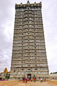 Murudeshwar Shiva Temple in Karnataka. 20 stories and 249 feet tall. Two life-size elephants in concrete stand guard at the steps leading into the temple. Indian Temple Architecture, India Architecture, Ancient Architecture, Cultural Architecture, Temple India, Hindu Temple, Tourist Places, Places To Travel, Amazing India