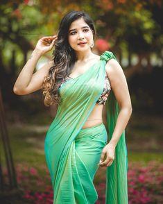 Cute Beauty, Beauty Full Girl, Beauty Women, Beautiful Girl Indian, Beautiful Saree, Hot Images Of Actress, Saree Blouse Patterns, Photography Basics, Brunette Beauty
