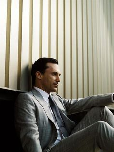 Don Draper (Jon Hamm) from Mad Men. A serial cheater and a cold, calculating business man, Don Draper is definitely one hot mess I love watching. Don Draper, Jon Hamm, Mad Men Mode, John Slattery, Jessica Pare, Mad Men Fashion, Men's Fashion, Fashion Vintage, Slow Dance