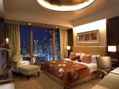 Pudong Shangri-la, East Shanghai -The hotel also offers room service, concierge assistance, a business center, cell phone rentals, laundry facilities, dry cleaning, currency exchange, and 24-hour front desk service.