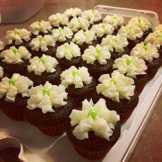 Chocolate cupcakes with vanilla icing Vanilla Icing, Chocolate Cupcakes, Desserts, Food, Tailgate Desserts, Deserts, Essen, Postres, Meals
