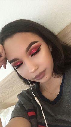 nice make up Eye Makeup Glitter, Red Makeup, Makeup On Fleek, Cute Makeup, Gorgeous Makeup, Pretty Makeup, Skin Makeup, Makeup Art, Beauty Makeup
