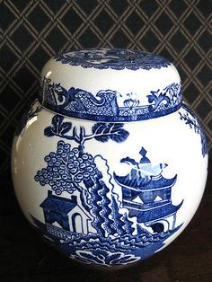Ginger Jar- looks like one given to me by a special someone. Blue Willow China, Blue And White China, Blue China, Love Blue, Blue Dishes, White Dishes, Vases, Willow Pattern, Ginger Jars