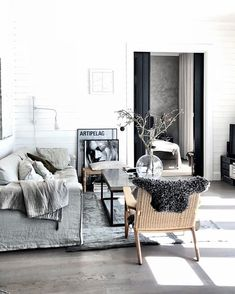 "Meet stylist pella hedeby and see her ""soft minimalist"" home Bedroom Minimalist, Minimalist Home, Home Decor Bedroom, Living Room Decor, Living Area, Living Spaces, Southern Living, Industrial Chic, Pella Hedeby"