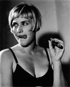 Patricia Arquiette smoking