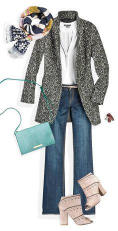 Un abrigo de corte masculino se ve increíble con una textura garigoleada. Puedes contrastarlo con prendas de color sólido o con un foulard estampado. #TheLook #Fashion