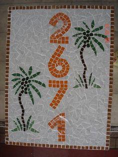 Número de mosaico para fachada de casa ou prédio, pode ser colocado na área externa. Feito em cima de fibrocimento para ser chumbado na parede. R$ 129,60